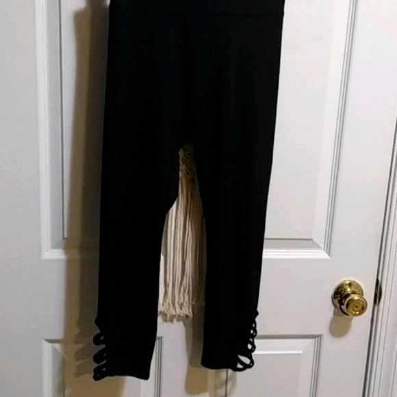 Black Capri Active leggings